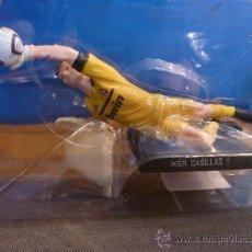 Figuras de Goma y PVC: FIGURA PORTERO- IKER CASILLAS (REAL MADRID)-FOTOS. Lote 211735816