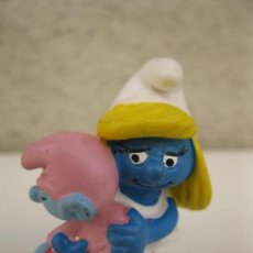 Figuras de Goma y PVC: PITUFINA CON SU BEBÉ - FIGURA DE PVC - SCHLEICH - GERMANY.. Lote 39075944