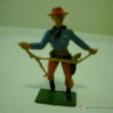 Figuras de Goma y PVC: VAQUERO CON LAZO DE STARLUX. Lote 39494037