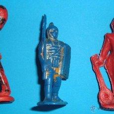 Figuras de Goma y PVC: TRES FIGURAS DE PLASTICO. MARCAS VARIADAS. PAYASO DEL CIRCO JECSAN, Y OTROS DE TIMPO, PIPERO.. Lote 39499270