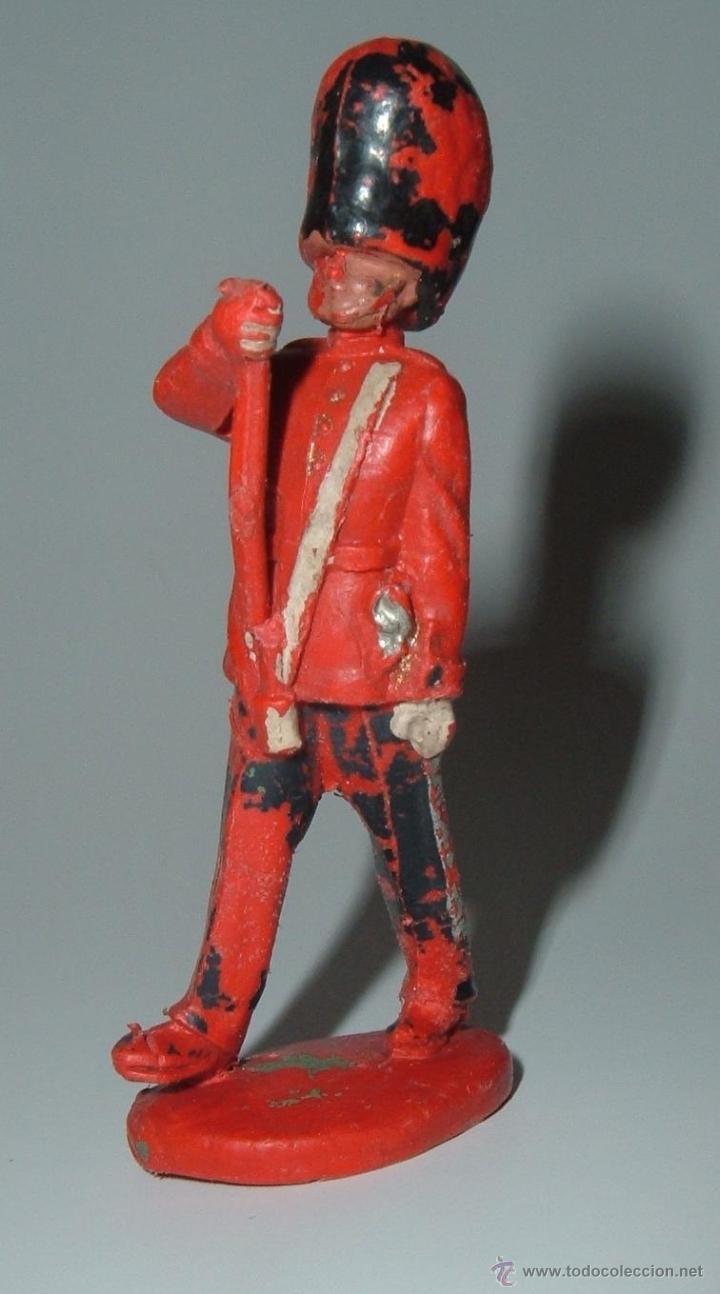 Figuras de Goma y PVC: Tres figuras de plastico. Marcas variadas. Payaso del circo Jecsan, y otros de Timpo, Pipero. - Foto 2 - 39499270