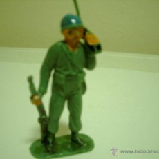 Figuras de Goma y PVC: SOLDADO EN PLASTICO CON RADIOTRASMISOR. Lote 39511704