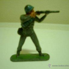 Figuras de Goma y PVC: SOLDADO EN PLASTICO EN POSICION DE TIRO. Lote 39511727