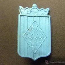 Figuras de Goma y PVC: PIN DE PLASTICO PIPAS CHURRUCA ESCUDO DE GERONA. Lote 40971287