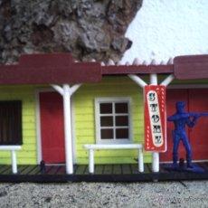 Figuras de Goma y PVC: POBLADO DEL OESTE CON SOLDADO. Lote 41166658