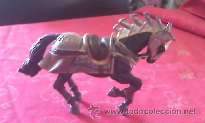 PRECIOSO CABALLO CON ARMADURA MEDIEVAL DE BULLY . PVC (Juguetes - Figuras de Goma y Pvc - Bully)