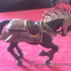 Figuras de Goma y PVC: PRECIOSO CABALLO CON ARMADURA MEDIEVAL DE BULLY . PVC. Lote 41243933
