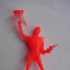 Figuras de Goma y PVC: VAQUERO CON TABURETE Y PISTOLA - COMANSI. Lote 41469918