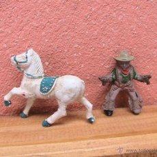 Figuras de Goma y PVC: VAQUERO Y CABALLO ANTIGUO AÑOS 50/60 AL CABALLO LE FALTA LA COLA. Lote 43023596