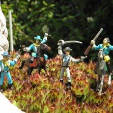 Figuras de Goma y PVC: LOTE FIGURAS INDIOS, CABALLOS Y VAQUEROS DE COMANSI . Lote 44796665