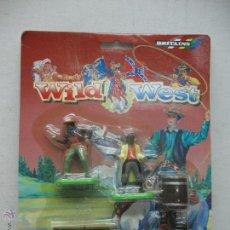Figuras de Goma y PVC: BRITAINS - SET CON DOS VAQUEROS Y COMPLEMENTOS WILD WEST. Lote 52814856