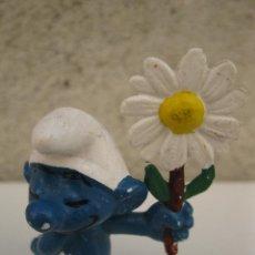 Figuras de Goma y PVC: PITUFO CON FLOR - FIGURA DE PVC.. Lote 44968795