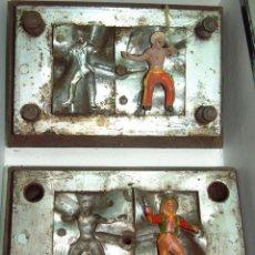 Figuras de Goma y PVC: CAPELL MOLDE JINETE INDIO DOS FLECHAS Y VAQUERO. Lote 45175121