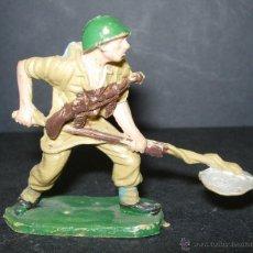 Figuras de Goma y PVC: FIGURA SOLDADO ESPAÑOL (AMERICANO) , DE PECH. Lote 45273151