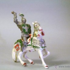 Figuras de Goma y PVC: LAFREDO. CABALLERO MEDIEVAL CON MAZA Y CABALLO BLANCO. FALTA EL PENACHO DEL CABALLO. Lote 45345170