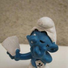 Figuras de Goma y PVC: PITUFO JUGANDO AL PÓKER - FIGURA DE PVC - PEYO - SCHLEICH - AÑO 1978.. Lote 45422670