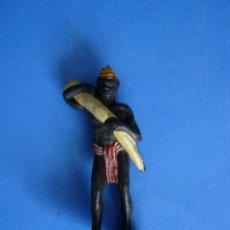Figuras de Borracha e PVC: FIGURA PORTEADOR AFRICANO PLASTICO AÑOS 60. Lote 45743935