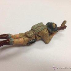 Figuras de Goma y PVC: SOLDADO INGLES DE GOMA DE PECH AMETRALLADORA TUMBADO. Lote 45791213