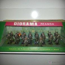Figuras de Goma y PVC: REAMSA : CAJA DIORAMA CON 18 FIGURAS REF.13 DESFILE DE INFANTERIA ORIGINAL AÑOS 60 Y A ESTRENAR . Lote 46081134