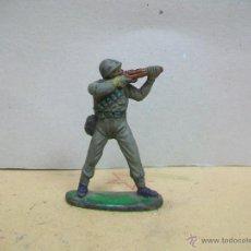 Figuras de Goma y PVC: FIGURA MILITAR DE GOMA JECSAN SOLDADO AÑOS 50 NO PECH REAMSA LAFREDO GAMA BRITAINS COMANSI CASCOS. Lote 46212588