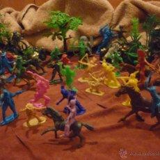 Figuras de Goma y PVC: LOTE 42 FIGURAS DE INDIOS Y VAQUEROS AMERICANOS,ALGUNOS CON CABALLO-MONOCROMÁTICOS-REBAJADOS!!. Lote 46294814