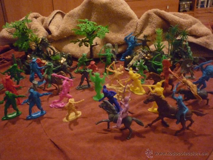 Figuras de Goma y PVC: LOTE 42 FIGURAS DE INDIOS Y VAQUEROS AMERICANOS,ALGUNOS CON CABALLO-MONOCROMÁTICOS-REBAJADOS!! - Foto 2 - 46294814