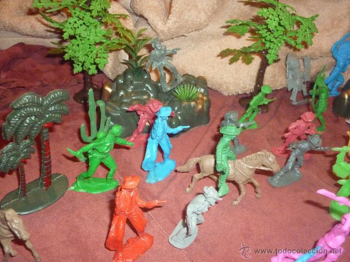 Figuras de Goma y PVC: LOTE 42 FIGURAS DE INDIOS Y VAQUEROS AMERICANOS,ALGUNOS CON CABALLO-MONOCROMÁTICOS-REBAJADOS!! - Foto 7 - 46294814