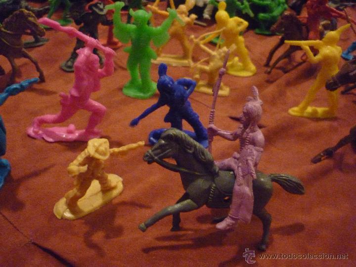 Figuras de Goma y PVC: LOTE 42 FIGURAS DE INDIOS Y VAQUEROS AMERICANOS,ALGUNOS CON CABALLO-MONOCROMÁTICOS-REBAJADOS!! - Foto 13 - 46294814