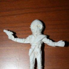 Figuras de Goma y PVC: RARA FIGURA DE PLÁSTICO. MIDE 8 CMS.. Lote 46832952