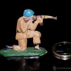 Figuras de Goma y PVC: FIGURA SOLDADO, FABRICADO EN GOMA, TEIXIDO. ORIGINAL AÑOS 50.. Lote 46875338