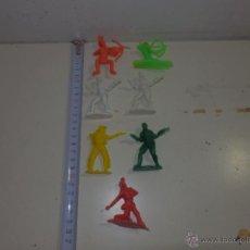 Figuras de Goma y PVC: LOTE DE FIGURAS DE PVC INDIOS VAQUEROS VARIAS MARCAS REAMSA. Lote 47080099