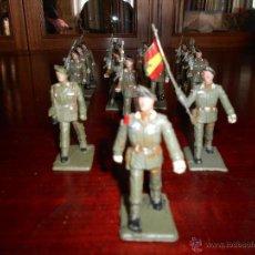 Gummi- und PVC-Figuren - 16 figuras de Paracaidistas. Plastico Pintado Gomarsa, Reamsa ,Soldis 1960-70s - 47285697