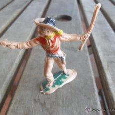 Figuras de Goma y PVC: FIGURA DE INDIO O SOLDADO DEL OESTE EN PLASTICO O GOMA LAFREDO. Lote 47552760