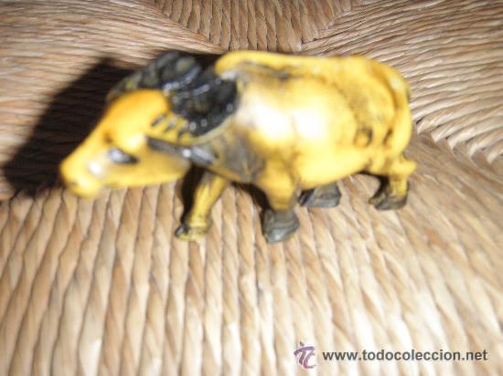 BISUTERIA 169 - BUFALO DE JUGUETE DISEÑO DE LOS SETENTA 6 X 4 X 3 CMS BUFALO DE JUGUETE DISEÑO DE (Juguetes - Figuras de Goma y Pvc - Pipero)