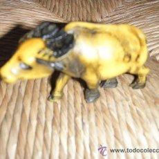 Figuras de Goma y PVC: BISUTERIA 169 - BUFALO DE JUGUETE DISEÑO DE LOS SETENTA 6 X 4 X 3 CMS BUFALO DE JUGUETE DISEÑO DE. Lote 47707028