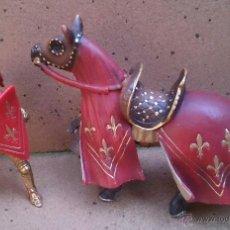Figuras de Goma y PVC: SCHLEICH 2003 CABALLERO CABALLO MEDIEVAL TORNEO, ROJO. Lote 49416555
