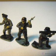Figuras de Goma y PVC: 3 SOLDADOS ALEMANES MINIATURA PLASTICO SEGUNDA GUERRA DE 22 MM ALTURA. Lote 48669923