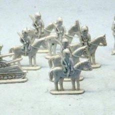 Figuras de Goma y PVC: 23 SOLDADOS ESPAÑOLES Y TANQUES DESFILE MONTAPLEX AÑOS 60. Lote 48731619