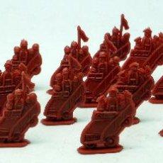Figuras de Goma y PVC: 23 VEHÍCULOS MILITARES PLANOS DESFILE MONTAPLEX AÑOS 60. Lote 48731993
