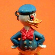 Figuras de Goma y PVC: FIGURA PATO DONALD WALT DISNEY, FABRICADA EN GOMA, PECH, ORIGINAL AÑOS 60.. Lote 48744576