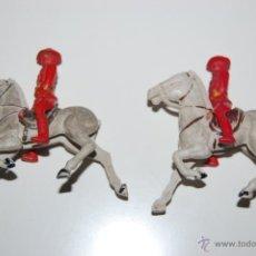 Figuras de Goma y PVC: LOTE 2 ANTIGUAS FIGURAS + CABALLOS POLICIA MONTADA CANADA PLASTICO REAMSA. AÑOS 40S - 50S.. Lote 48887660