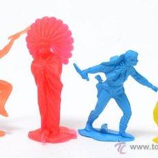 Figuras de Goma y PVC: LOTE DE 2 INDIOS Y 2 COWBOYS DE GOMARSA, ANTIGUA REAMSA, CIRCA 1980. Lote 49058344