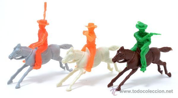 Figuras de Goma y PVC: Lote de 3 cowboys a caballo de GOMARSA, antigua REAMSA, CIRCA 1980 - Foto 2 - 49058482