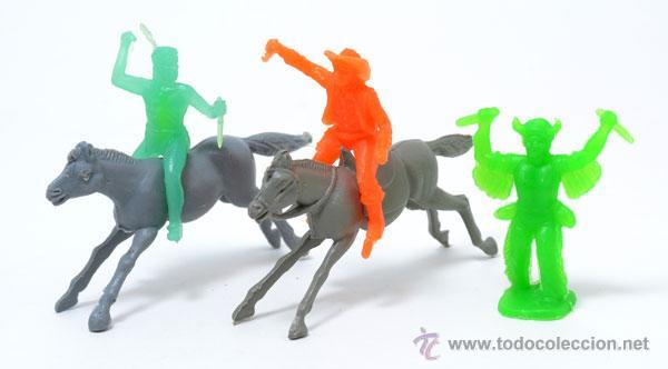 LOTE DE 2 INDIOS Y 1 COWBOY DE GOMARSA, ANTIGUA REAMSA, CIRCA 1980 (Juguetes - Figuras de Goma y Pvc - Reamsa y Gomarsa)
