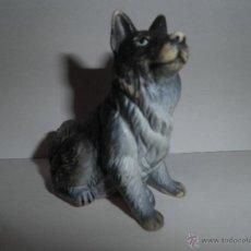 Figuras de Goma y PVC: PERRO PASTOR DE GOMA DE COLECCION, MARCA NEW HAY NOVELTY, AÑO 1990. Lote 49360809