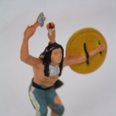Figuras de Goma y PVC: FIGURA DE INDIO CON ESCUDO Y MARTILLO - REAMSA, INDIOS Y VAQUEROS - AÑOS 50-60 - PLÁSTICO / PVC. Lote 49635152
