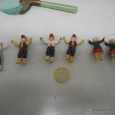 Figuras de Goma y PVC: CURIOSO LOTE MUÑECOS BAILANDO SARDANAS. Lote 49896752