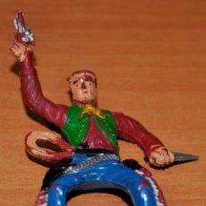 Figuras de Goma y PVC: FIGURA EN GOMA DE UN VAQUERO CON CUCHILLO DE SOTORRES. AÑOS 50. Lote 49915656