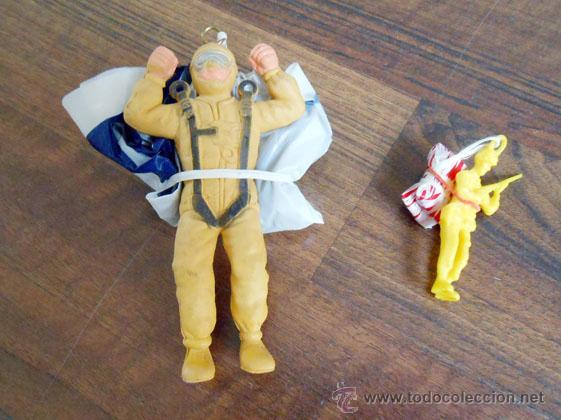DOS PARACAIDISTAS PARACAIDISTA GOMA JUGUETE PLASTICO TOY SOLDIER PLASTIC MADE IN SPAIN ALFREEDOM (Juguetes - Figuras de Goma y Pvc - Pipero)