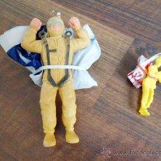 Figuras de Goma y PVC: DOS PARACAIDISTAS PARACAIDISTA GOMA JUGUETE PLASTICO TOY SOLDIER PLASTIC MADE IN SPAIN ALFREEDOM. Lote 89086948